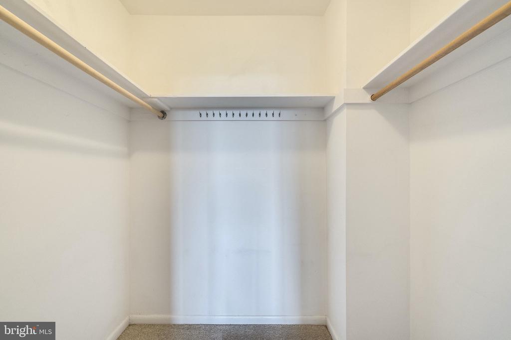 Master bedroom walk-in closet - 6621 WAKEFIELD DR #620, ALEXANDRIA