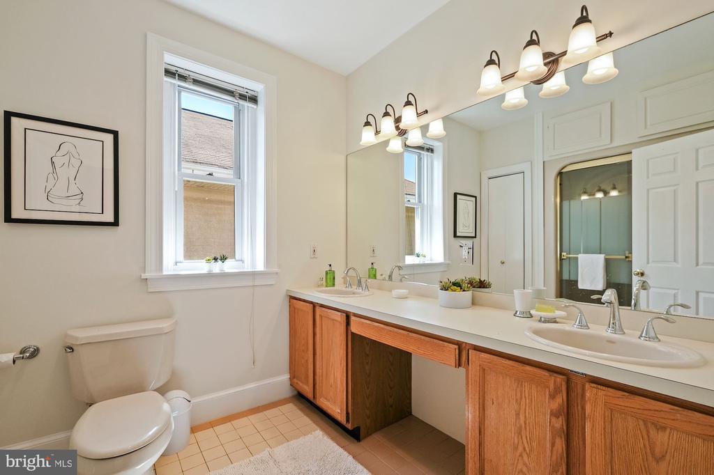 Hall Bath - 1407 WEBSTER ST NW, WASHINGTON