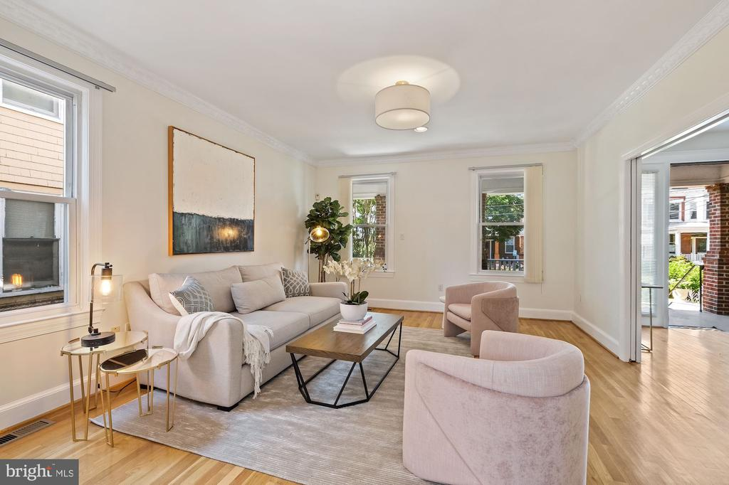 Living Room with 9' ceilings - 1407 WEBSTER ST NW, WASHINGTON
