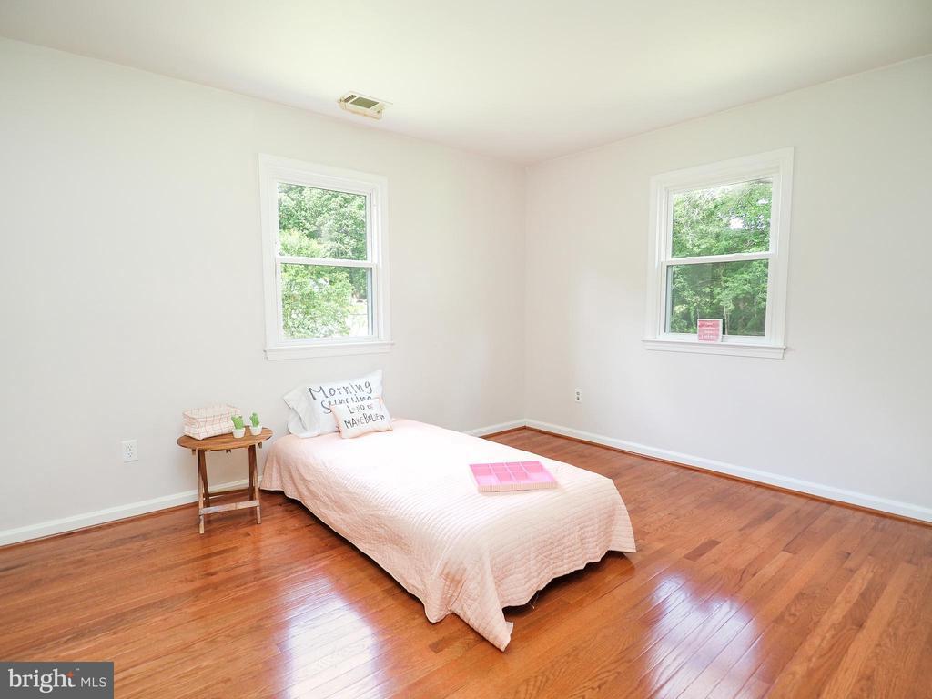 Bedroom 2 on the main level - 1693 GARRISONVILLE RD, STAFFORD