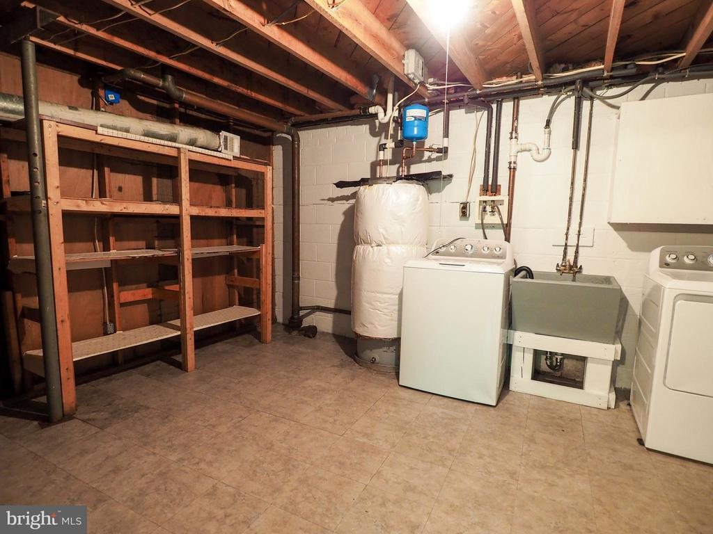 Storage and laundry - 1693 GARRISONVILLE RD, STAFFORD