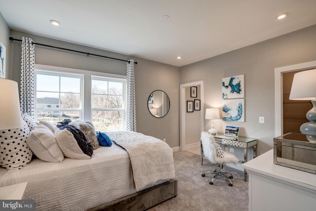 Master Bedroom - 234 WHITE ELM, ALDIE