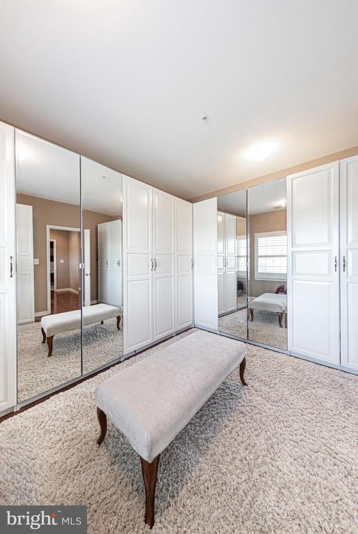 Master bedroom walk in closet~ - 43570 FREEPORT PL, STERLING
