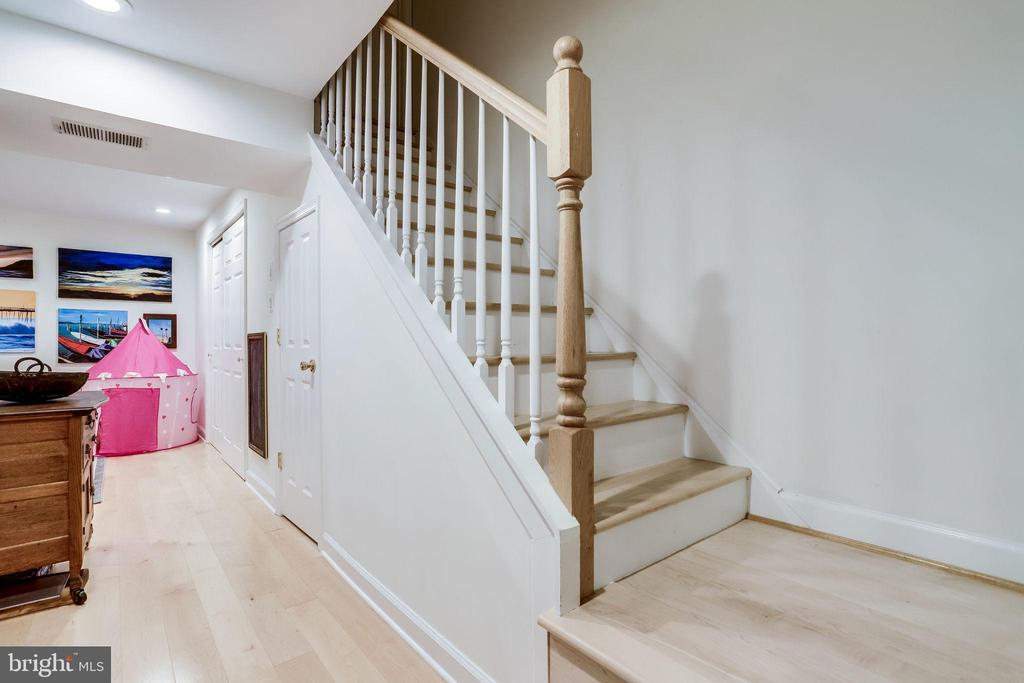 hardwood stairs  and new banisters - 2536 S WALTER REED DR #D, ARLINGTON