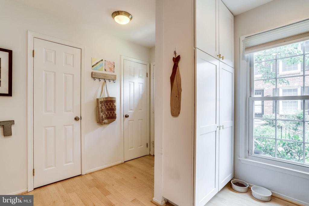 Light Wood Floors Main Level - added Cabinets - 2536 S WALTER REED DR #D, ARLINGTON
