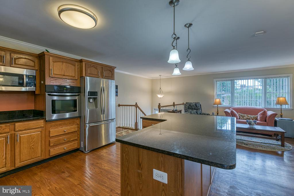 Large Overhand, Room for More Seating! - 201 N RANDOLPH RD, FREDERICKSBURG