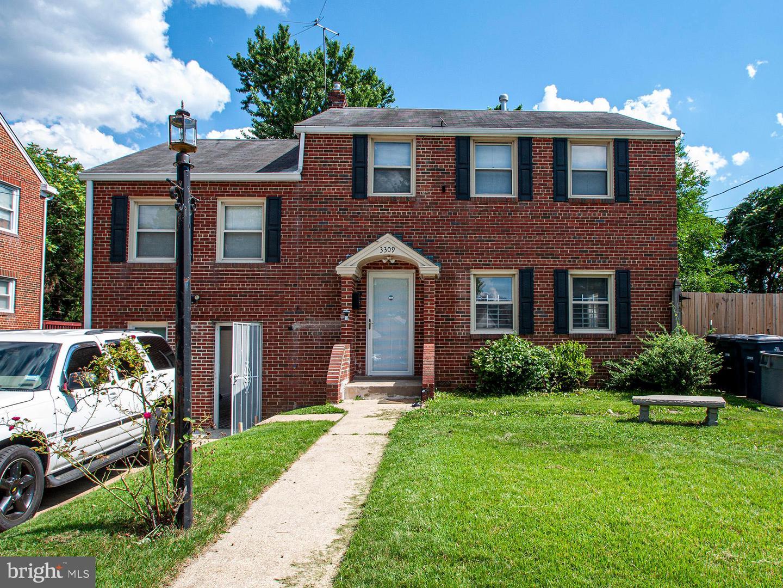 Single Family Homes pour l Vente à Suitland, Maryland 20746 États-Unis