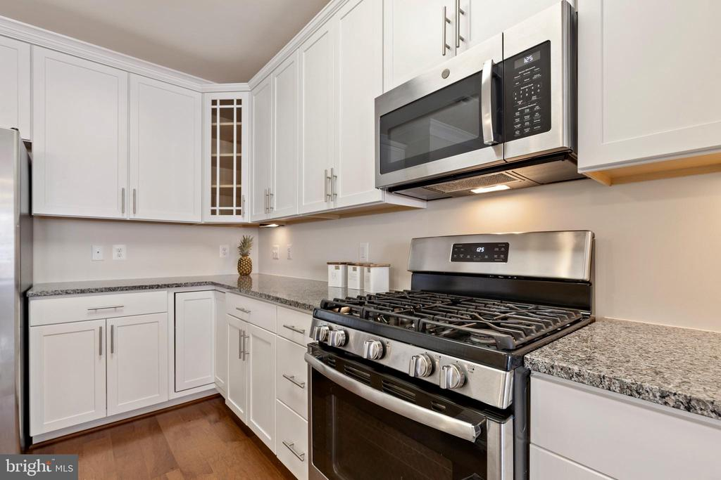 Stainless steel appliances - 13740 ENDEAVOUR DR #307, HERNDON