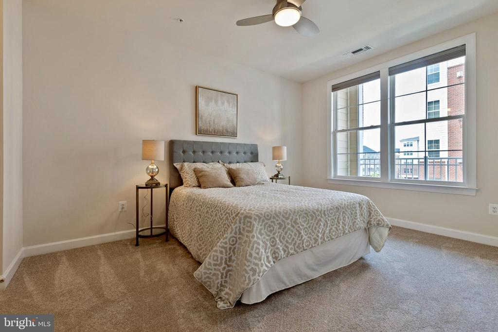 Master bedroom with an ensuite - 13740 ENDEAVOUR DR #307, HERNDON
