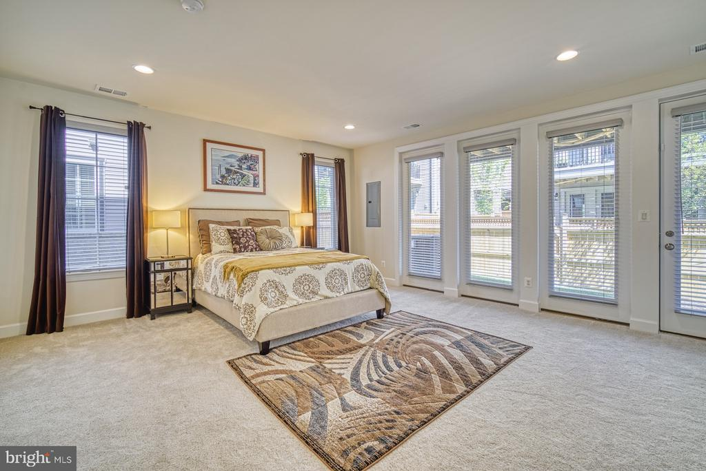 Large Fourth Bedroom Located on Entry Level - 42298 ASHMEAD TER, BRAMBLETON