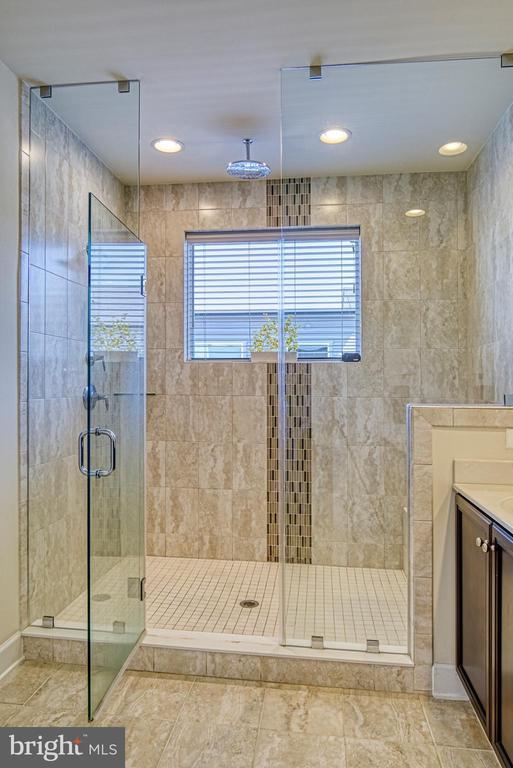Oversized Master Bathroom Shower - 42298 ASHMEAD TER, BRAMBLETON