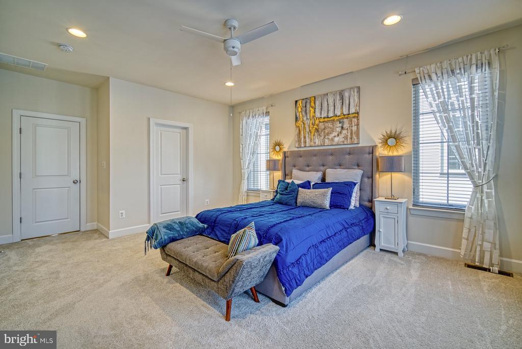 Master Bedroom has HUGE Walk-in Closet - 42298 ASHMEAD TER, BRAMBLETON