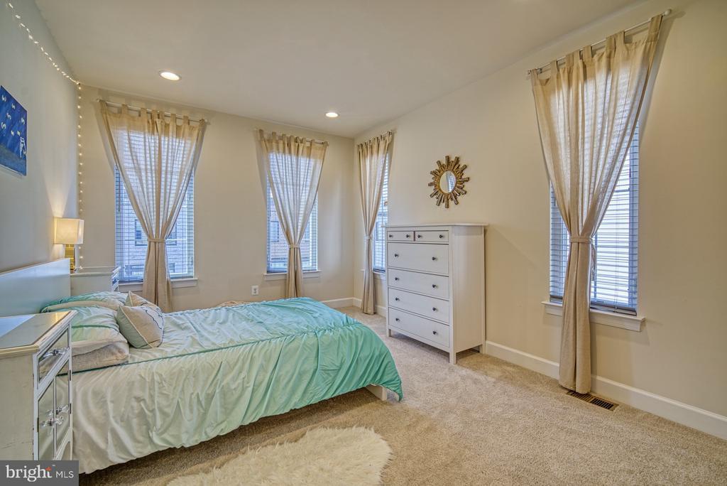 Lovely Second Bedroom - 42298 ASHMEAD TER, BRAMBLETON