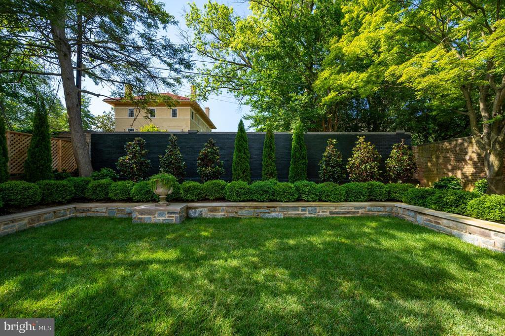 Rear Garden with Stone Sitting Wall - 2302 KALORAMA RD NW, WASHINGTON