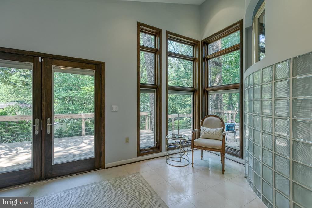 Spacious en suite master w/ French doors to deck! - 3408 GREENTREE DR, FALLS CHURCH