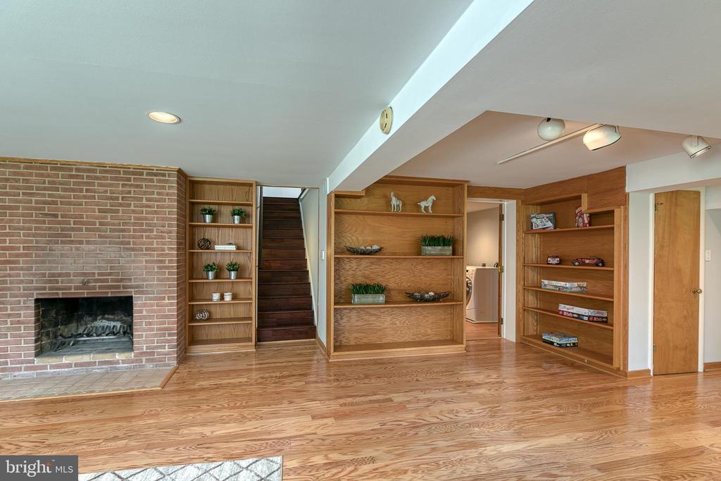 Lower level family room w/ built-in bookshelves - 3408 GREENTREE DR, FALLS CHURCH