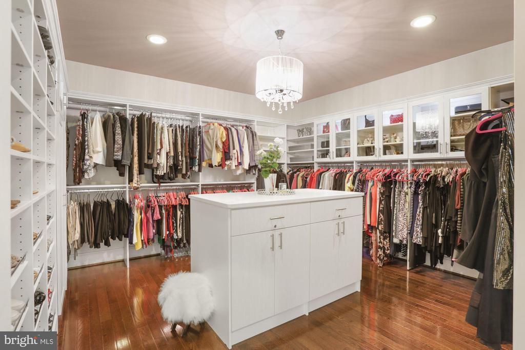 Her custom closet with center island - 6515 MANOR RIDGE CT, FALLS CHURCH