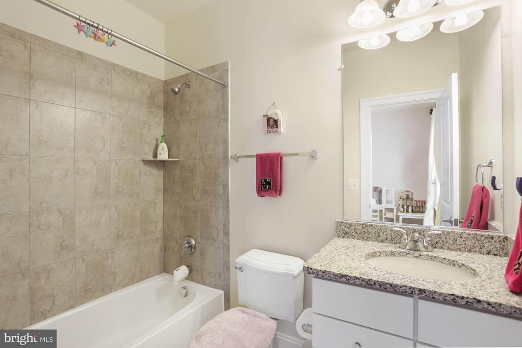Bathroom Upper Level #2 - 6515 MANOR RIDGE CT, FALLS CHURCH
