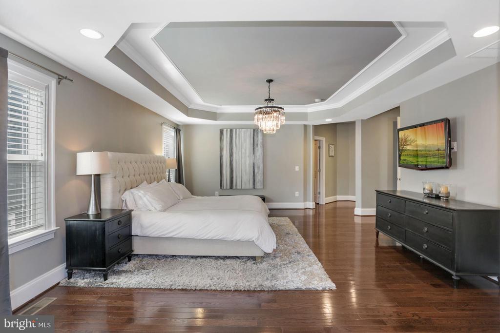 Owner's Bedroom - 6515 MANOR RIDGE CT, FALLS CHURCH