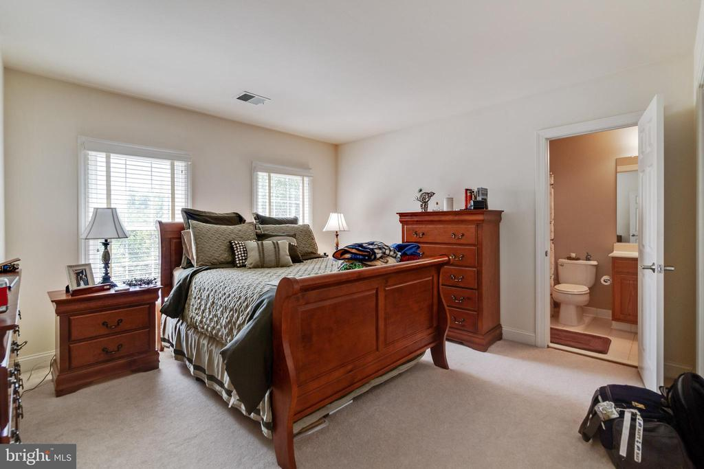 Bedroom 2 with En-suite - 3717 STONEWALL MANOR DR, TRIANGLE
