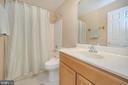 Upper level hall full bath - 6 BRANTFORD DR, STAFFORD