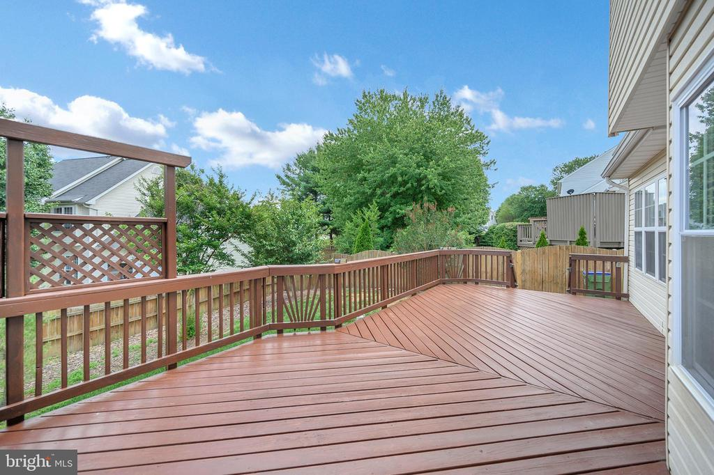 Large deck/recently restained - 6 BRANTFORD DR, STAFFORD