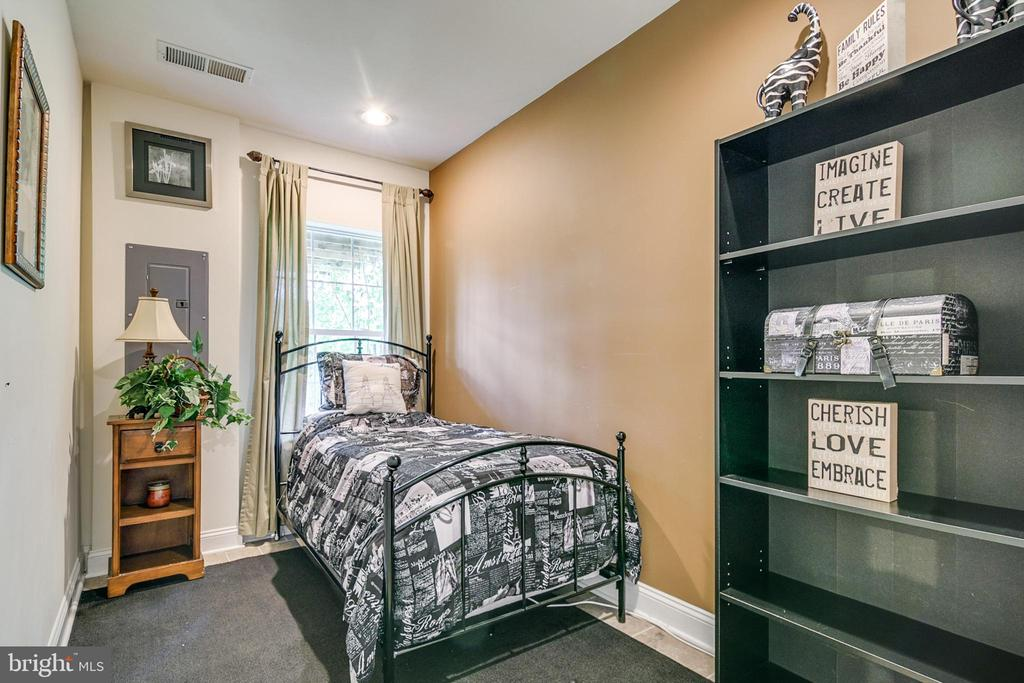 Lower level Bedroom/ office - 4843 TOTHILL DR, OLNEY