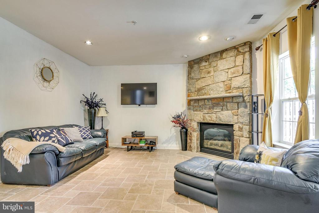 Family Room with Gas Fireplace - 4843 TOTHILL DR, OLNEY