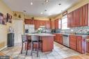Kitchen with breakfast bar - 4843 TOTHILL DR, OLNEY