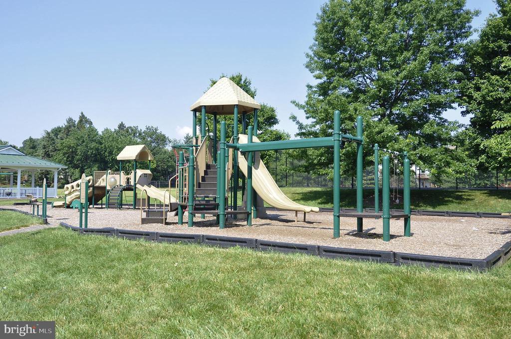 Community playground - 20810 AMBERVIEW CT, ASHBURN