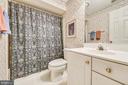 Lower level full bath - 20810 AMBERVIEW CT, ASHBURN