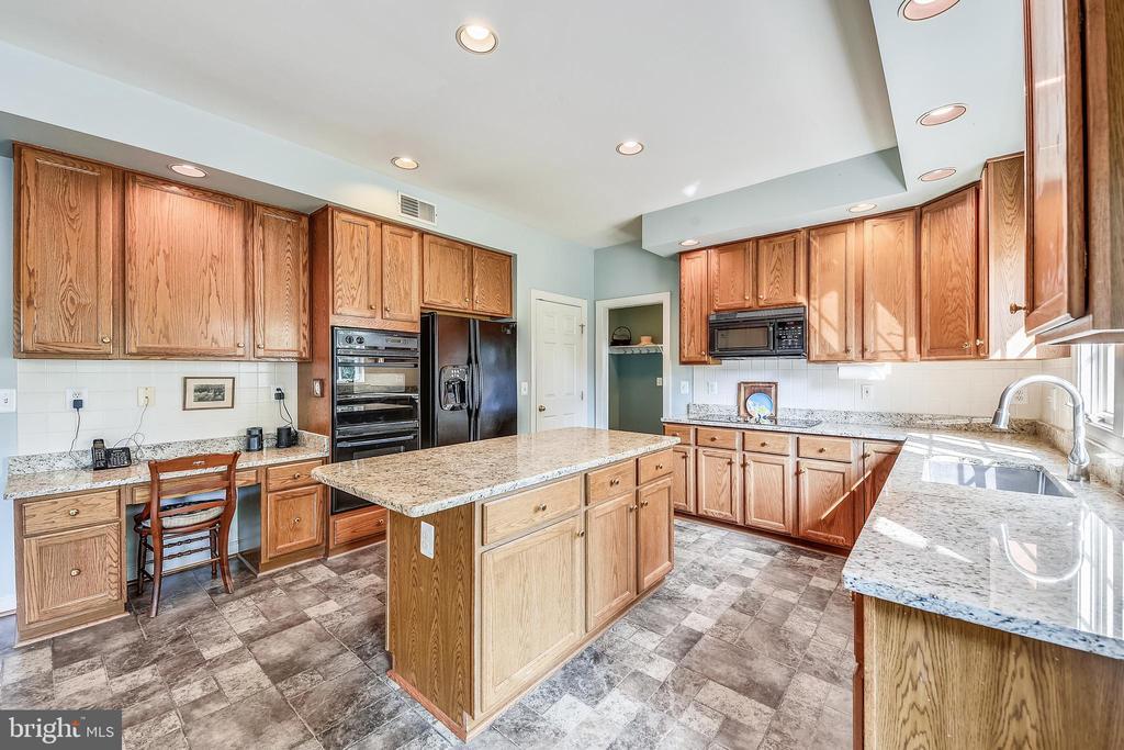 Kitchen - 20810 AMBERVIEW CT, ASHBURN