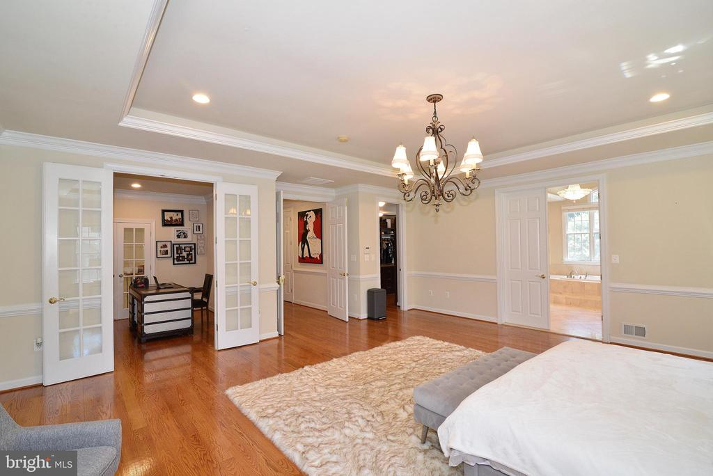 Master Suite - 6917 CHERRY LN, ANNANDALE