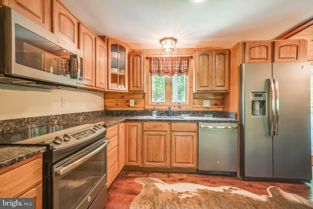 All new GE stainless, upgraded appliances. - 13533 CATOCTIN HOLLOW RD, THURMONT