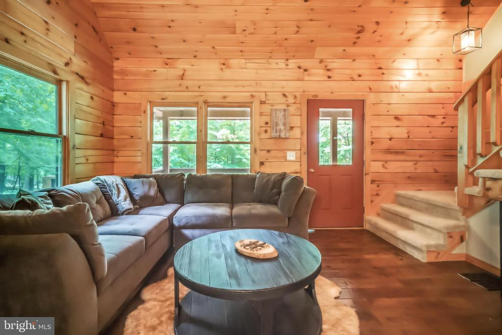 All new wood floors!  All new rustic furniture! - 13533 CATOCTIN HOLLOW RD, THURMONT