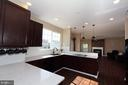 Spacious kitchen with quartz countertops - 118 CLAUDE CT SE, LEESBURG