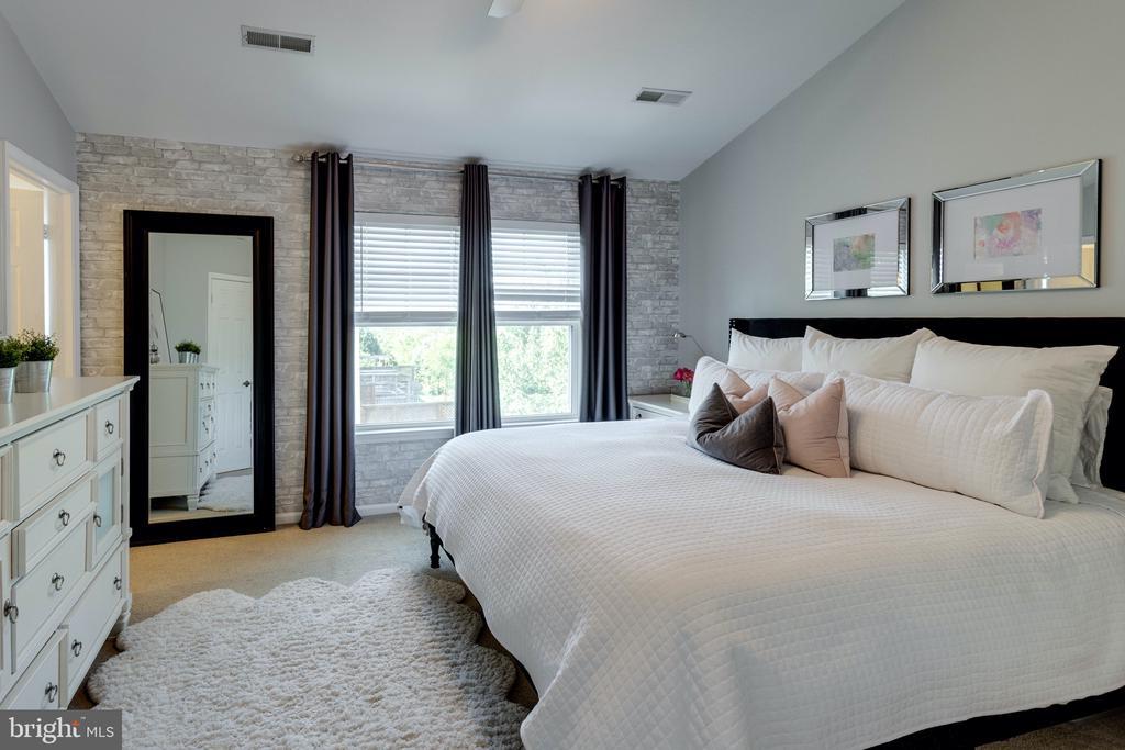 Master bedroom - 42969 BEACHALL ST, CHANTILLY