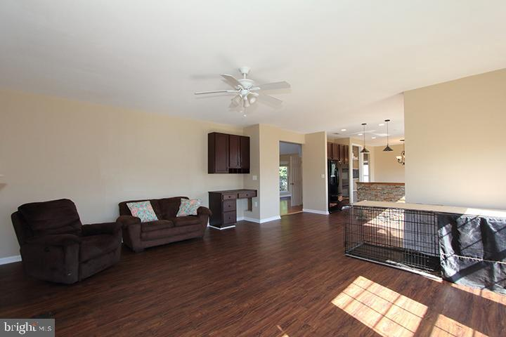 Family room- alt view - 118 CLAUDE CT SE, LEESBURG