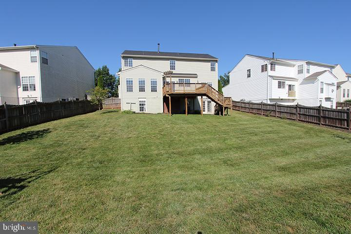 Fully fenced in flat backyard - 118 CLAUDE CT SE, LEESBURG
