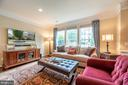 Oversized windows in the living room. - 19441 COPPERMINE SQ, LEESBURG