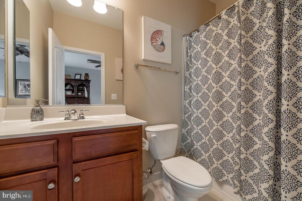 Full bathroom off the office. - 19441 COPPERMINE SQ, LEESBURG