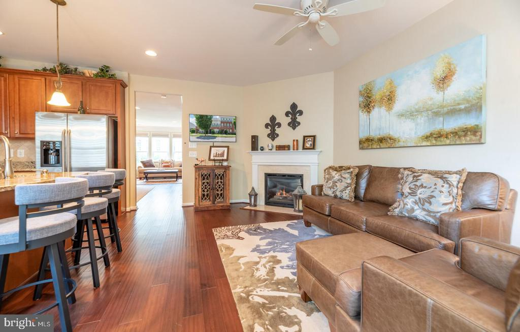 Open concept, great for entertaining. - 19441 COPPERMINE SQ, LEESBURG