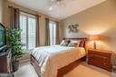 Spacious bedroom with walk-in closet. - 19441 COPPERMINE SQ, LEESBURG
