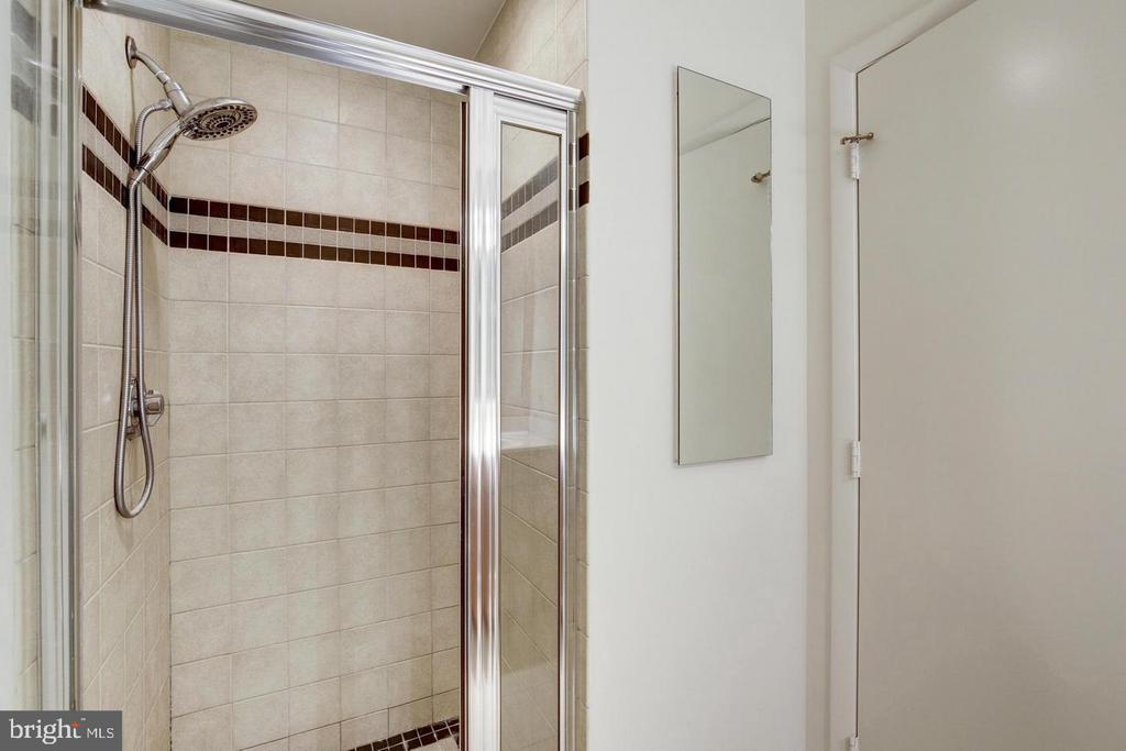 Shower - 400 MASSACHUSETTS AVE NW #604, WASHINGTON
