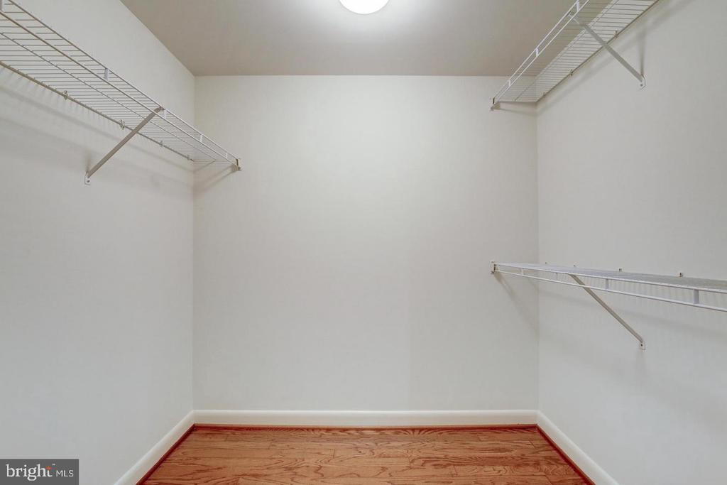 Huge walk-in closet - 400 MASSACHUSETTS AVE NW #604, WASHINGTON