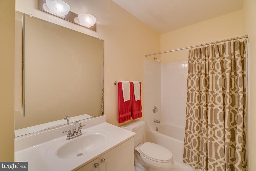 Full bath in lower level - 43559 FIRESTONE PL, LEESBURG