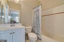 En-suite bath to bedroom #4 - 43559 FIRESTONE PL, LEESBURG