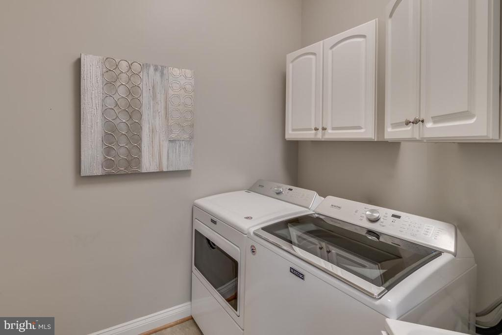 Main level laundry room - 43559 FIRESTONE PL, LEESBURG