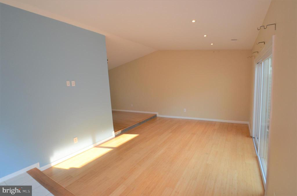 Large living room with cathedral ceiling - 404 GREEAR PL, HERNDON