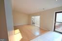 Living room sliding door to private patio - 404 GREEAR PL, HERNDON